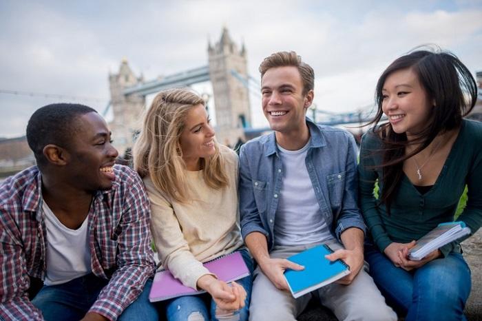 Một trong những lợi ích khi du học Mỹ theo diện THPT là học những thứ dễ hơn, đặc biệt là ngôn ngữ.