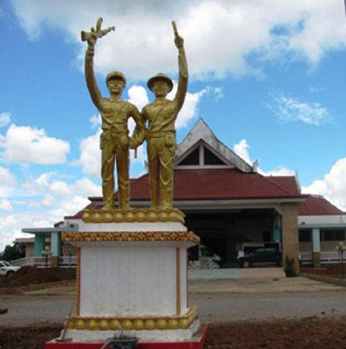 Tượng đài Liên minh chiến đấu Lào – Việt tại Savanakhet.