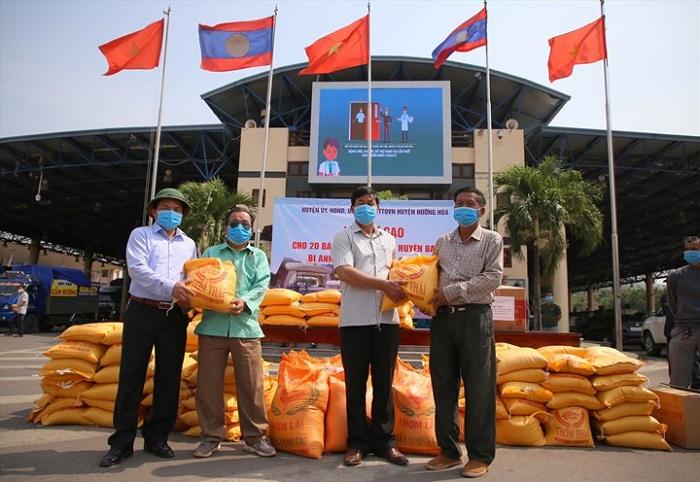 Savannakhet đã quyết định hỗ trợ Quảng Bình 12 tấn gạo.