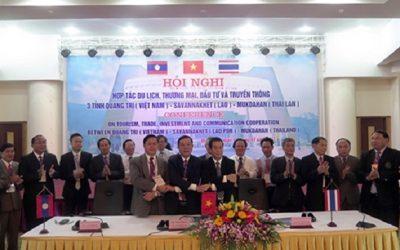 Trưởng đoàn đại biểu 3 tỉnh Quảng Trị, Savanakhet, Mukdahan ký kết Biên bản