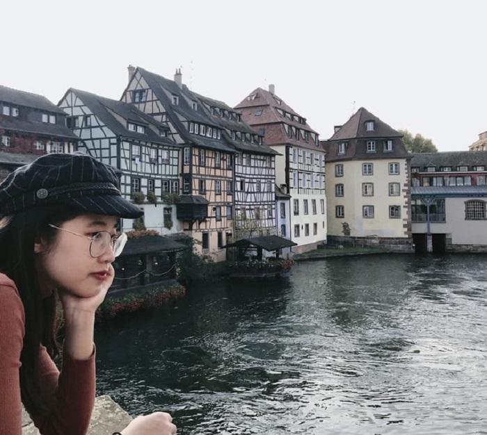 Quyên thường đi du lịch các nước trong khối Liên minh châu Âu (EU) trong những kì nghỉ lễ.