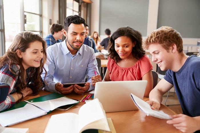 Không có gì chuẩn bị cho bạn tốt hơn khi chuẩn bị học đại học là dành thời gian ở trường trung học ở nước ngoài.