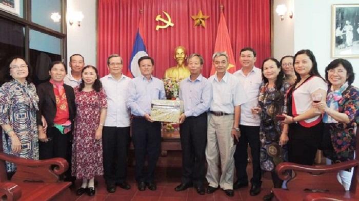 Thăm hỏi Lãnh sự quán Việt Nam tại Savanakhet